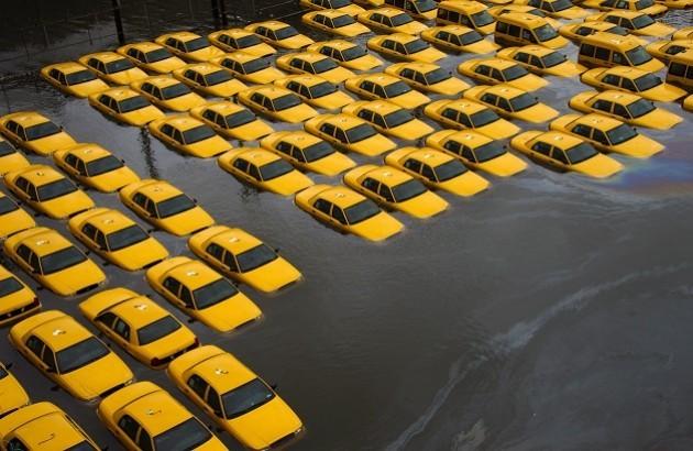 آبگرفتگی پارکینگ تاکسی بر اثر طوفان سندی.