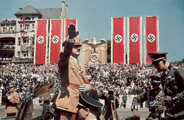 مراسم پنجاهمین سالروز تولد هیتلر. برلین. ۱۹۳۹