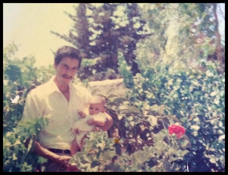 اینال در آغوش پدرش