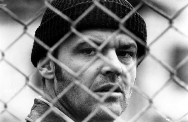 نمایی از فیلم «دیوانه از قفس پرید» به کارگردانی میلوش فورمن و با بازی جک نیکلسون. محصول ۱۹۷۵