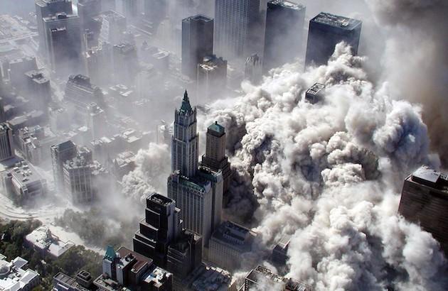 نمایی از حادثه ۱۱ سپتامبر. عکس از گرگ سمندینر. منبع: پینترست