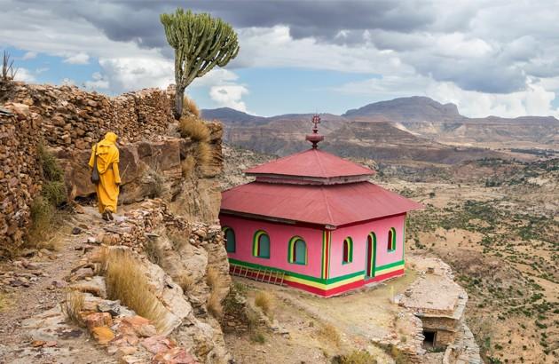 کلیسایی در دبره دامو، تپهای در جنوب اتیوپی، که یکی از مراکز بسیار مهم مسیحیت شمرده میشود. منبع: گاردین.
