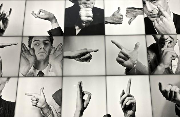 تصاویری از کتاب «ایتالیایی صحبتکردن: هنرِ ظریف ایما و اشاره کردن»