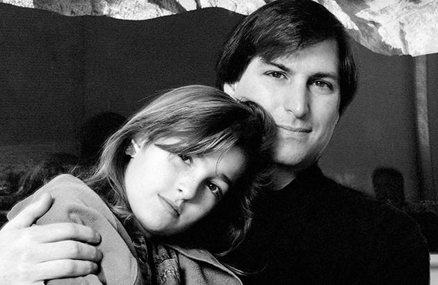 لیسا بههمراه پدرش استیو جابز در سال ۱۹۸۹. عکاس: اِد کشی.