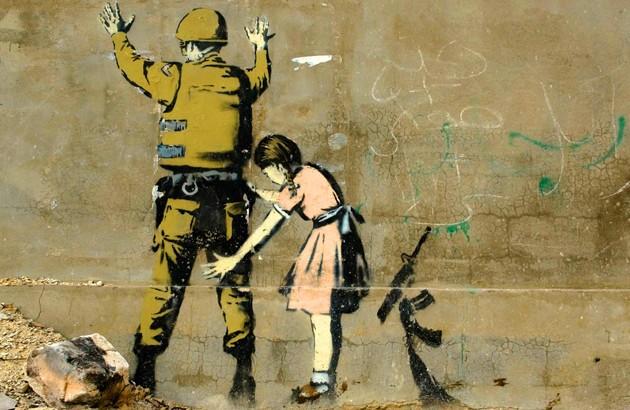 دیوارنگارهای در در بیتلحم فلسطین. نقاش: بنکسی، هنرمند ناشناس بریتانیایی.